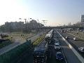 PRÁVE TERAZ Kolaps dopravy v Bratislave: Obrovské zápchy, nehoda kamióna