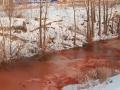 Rieka sa sfarbila do červena, obyvatelia sa boja najhoršieho: VIDEO nezvyčajného úkazu