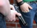 Policajt obrátil zbraň proti kolegom: Zabil dvoch a troch zranil