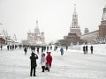 Žiadny sneh v Moskve nie je žiadny problém: Úrady dali do centra priviezť umelý