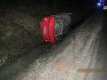 FOTO Nepochopiteľný risk ju mohol stáť život: Opitá na mol sadla za volant a havarovala