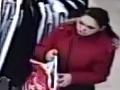 Pre pár eur má teraz veľké problémy: FOTO Polícia pátra po zlodejke peňaženky v Ružomberku