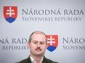 Kotlebovci chcú škrty vo výdavkoch VÚC: Úrady vraj príliš míňajú, Bystrica sa bráni