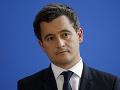 Macron sa zastal nového ministra vnútra obvineného zo znásilnenia