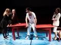 Zľava Tatiana Poláková, Peter Čižmár, Andrej Palko a Gabriela Marcinková v novej inscenácii Znovuzjednotenie Kóreí v Štátnom divadle Košice