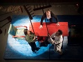 Gabriela Marcinková, Braňo Mosný (v strede) a Andrej Palko v novej inscenácii Znovuzjednotenie Kóreí v Štátnom divadle Košice