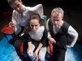 Zľava Alena Ďuránová, Tatiana Poláková a Peter Čižmár v novej inscenácii Znovuzjednotenie Kóreí v Štátnom divadle Košice