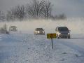 Meteorológovia varujú pred snehovými jazykmi a závejmi: Upozornenie pre vodičov
