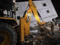Pád budovy v indickom Naí Dillí: Z miesta hlásia minimálne šesť obetí