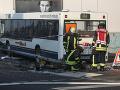 Hromadná nehoda v Nemecku: Vodič si nevšimol školský autobus, zranených je 19 detí