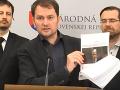 Gašpar a Kaliňák by mali odstúpiť a dovoliť polícii byť nezávislou, vyzýva Matovič