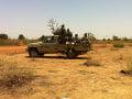 Militanti zaútočili na vojenský tábor: Hlásia vyše 70 mŕtvych