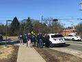 Ďalšia streľba v USA: Zabití dvaja ľudia, útočník na úteku