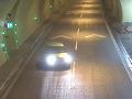 VIDEO stojí za to vidieť: Z kaskadéra za volantom v tuneli pri Žiline vám padne sánka