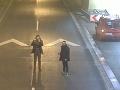 Slovenskí diaľničiari v nemom úžase: VIDEO Dvaja mladíci spravili v tuneli totálnu hlúposť