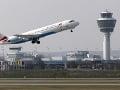 Austrian Airlines sa topí v sporoch o platy: Výsledkom sú desiatky zrušených letov z Viedne
