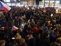FOTO Česko na nohách: Demonštrácie proti zvoleniu Ondráčka, NIE komunistickým mlátičkám