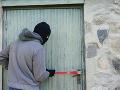 Krádež na základnej škole: Zlodej rozbil okno, predbežná škoda je osem tisíc eur