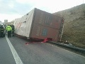 PRÁVE TERAZ Na D2 sa zrazili dva kamióny, diaľnica je uzavretá