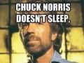 Chuck Norris nespí, on čaká.