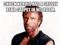 Chuck Norris má v izbe koberec z medveďa. Nie je mŕtvy, len sa bojí pohnúť.