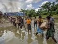 Mjanmarské úrady nepoznajú hanbu: Na miestach spálených dedín stavajú základne