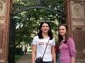 Lauren Graham a Alexis Bledel ako Lorelei a Rory