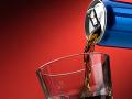 Zásah colníkov v Šamoríne: Odhalili desiatky tisíc fliaš falzifikátov energetického nápoja