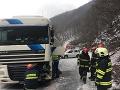 Vodiči, pozor: Pod Strečnom sa tvoria kolóny, FOTO nehoda kamióna s autom