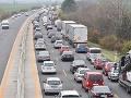 Minister dopravy podľa SaS pokračuje v plytvaní peňazí na výstavbu diaľnic
