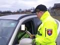 Slováci sa stále nepoučili: Policajti zastavili auto, vodič nafúkal vyše dvoch promile
