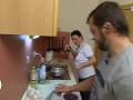 Manželia sa pred kamerami pohádali pri varení.