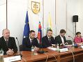 Posledné rokovanie vlády pred letnou prestávkou: Hlavnou témou bude nákup stíhačiek