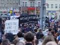 Štvrtkové zhromaždenie na Námestí SNP v Bratislave.