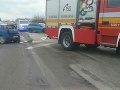 Vážna dopravná nehoda v Humennom: Piatich zranených ratujú hasiči