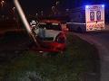FOTO Takúto jazdu bratislavským taxíkom určite nečakali: Auto skončilo v stĺpe