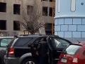 Pikantné VIDEO z bratislavského Starého Mesta: Sex na parkovisku hneď za Modrým kostolíkom!