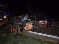 FOTO Hrozivo vyzerajúca nehoda pri N. Zámkoch: Renáta predchádzala nákladiak, zrážka v protismere