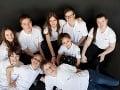 Úspešný tím deviatich žiakov, ktorí budú reprezentovať Slovensko vo svete