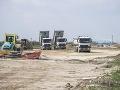 Vývoz kontaminovanej zeminy na D4 a R7: Polícia začala konať, trestné stíhanie je na stole