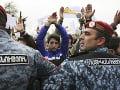 Protivládne demonštrácie v Arménsku pokračujú: V Jerevane zadržali vodcu protestov
