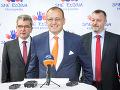 Podpredseda hnutia Milan Krajniak a predseda hnutia Boris Kollár počas tlačovej besedy