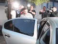 VIDEO Cudzincov, ktorí brutálne zmlátili čašníka v centre Prahy, obvinili: Dvoch čaká väzba