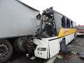 Polícia žiada svedkov o pomoc: Pomôžte objasniť tragickú nehodu autobusu na R1