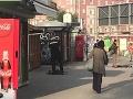 Poriadne horúco v Bratislave: Sex priamo na námestí za bieleho dňa, nahá žena na zastávke