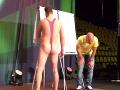 Škandál ako hrom: Slovenský herec prerušil šou, na pódium sa dovalil v ružových tangáčoch!