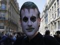 FOTO Tisícky ľudí demonštrovali v Paríži proti Macronovi: Zvrhlo sa to, útoky na novinárov