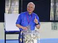 Parlamentné voľby v Malajzii: Väčšina politikov hlási krátko po ich začiatku sabotáž