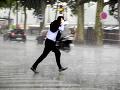 VIDEO Slovensko sužujú silné búrky: O pár hodín prídu ešte intenzívnejšie... Krupobitie a smršť