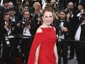 Nestarnúca Julianne Moore stavila na róbu výraznej červenej farby.